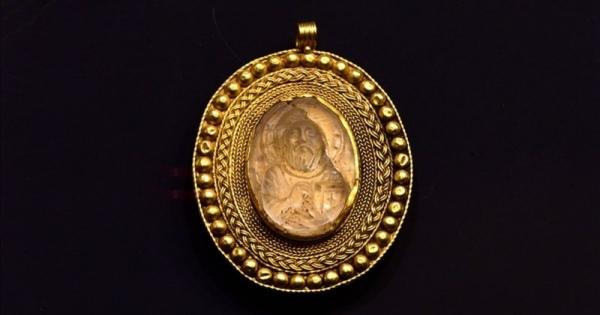 Museu turco exibe medalhão de ouro de 1500 anos