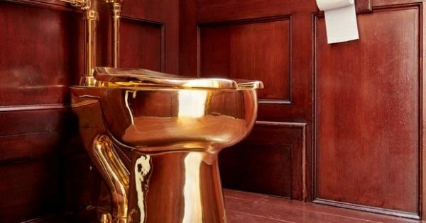 Retrete em ouro maciço roubada de palácio britânico