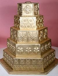 bolo coberto de ouro
