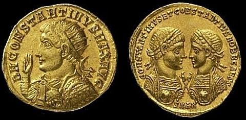 Ouro múltipla Constâncio II no valor de cinco Sólidos, emitido na Casa da Moeda de Sirmium no 355-356 d. C. -