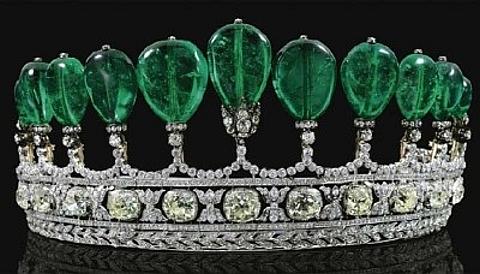 f45405591f6 7º Lugar - Tiara de diamantes e esmeraldas