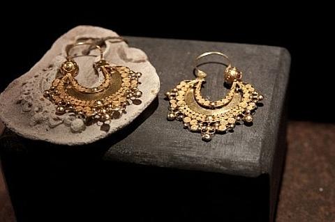 brincos arcadas em ouro