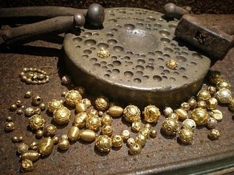 contas de viana em ouro
