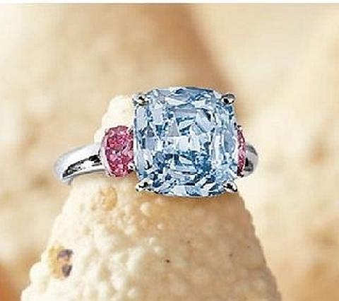 Anel Diamante Azul Vivido e Diamantes Rosas