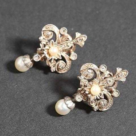 Brincos com pérolas e diamantes