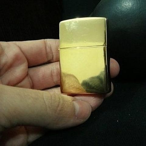 isqueiros em ouro