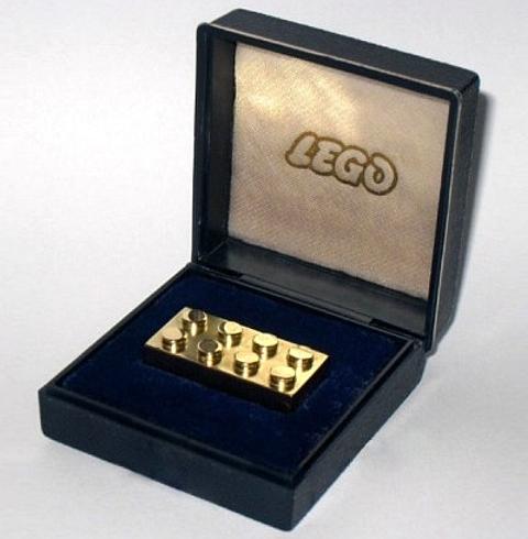 [Lego em ouro]