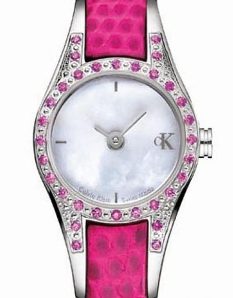 Relógio com pedras preciosas