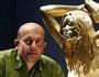 Fabulosa estátua em ouro de Kate Moss