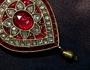 A origem da pedraria nas jóias reais